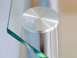 Склейка стекла и металла